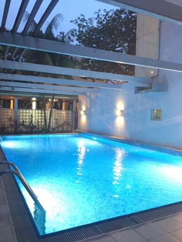 Hullet - Swimming Pool